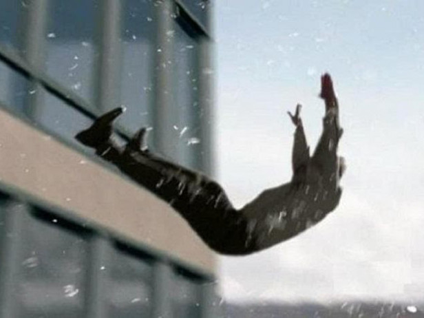 """На """"Каскаді"""" молодий чоловік випав із вікна п"""