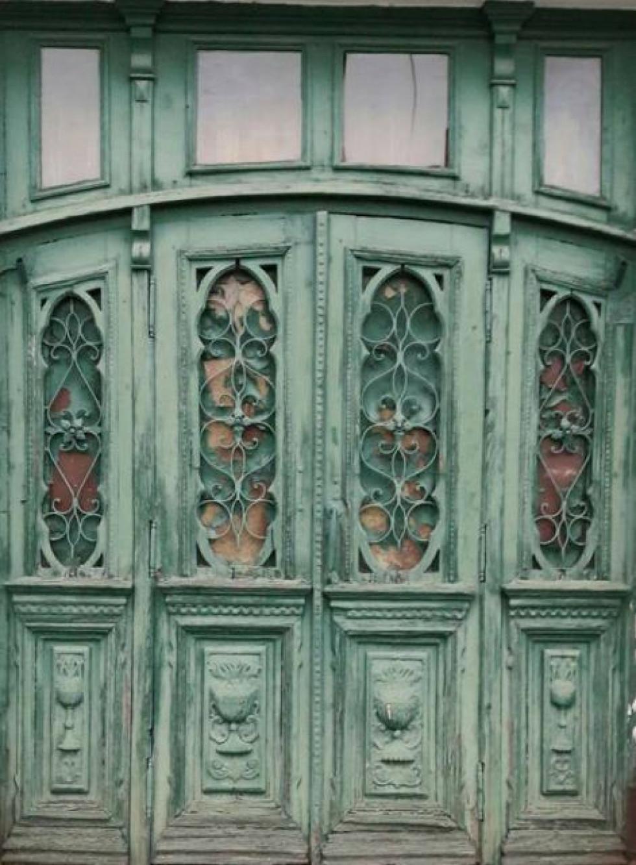 Дерев'яні двері на Словацького у Луцьку