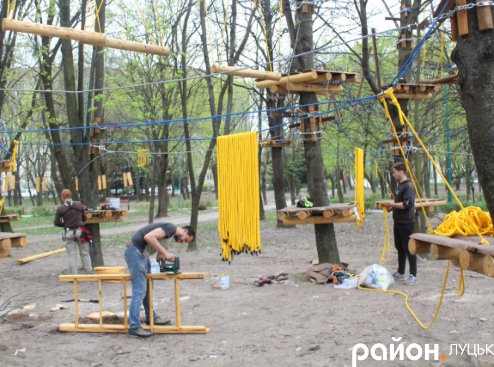 Майстри зазначили, що за два-три дні мотузковий парк зроблять