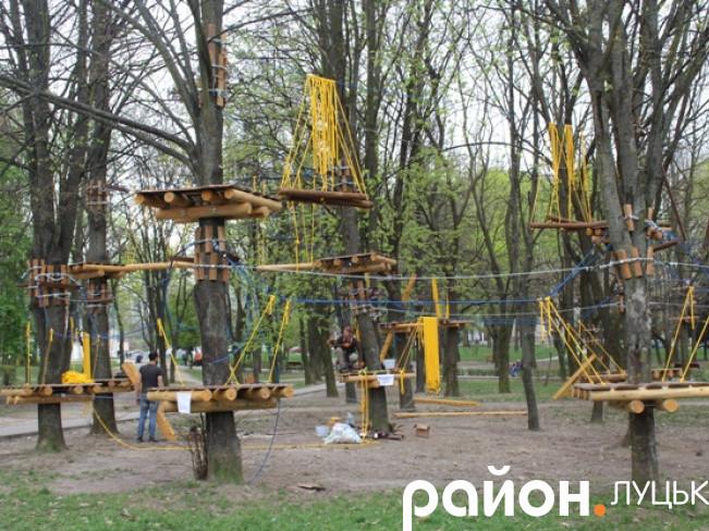 У парку на проспекті Соборності облаштовують атракціон