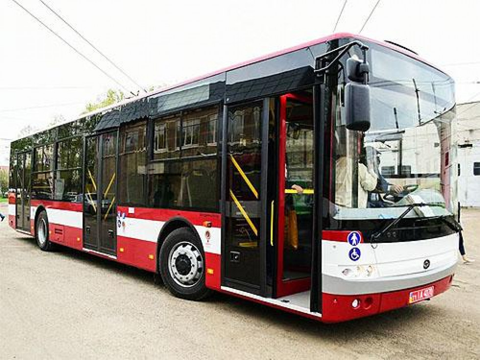 Перший автобус
