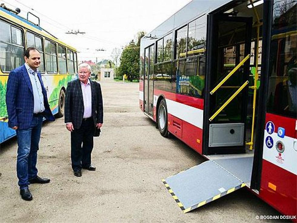 Автобус обладнаний для маломобільних груп
