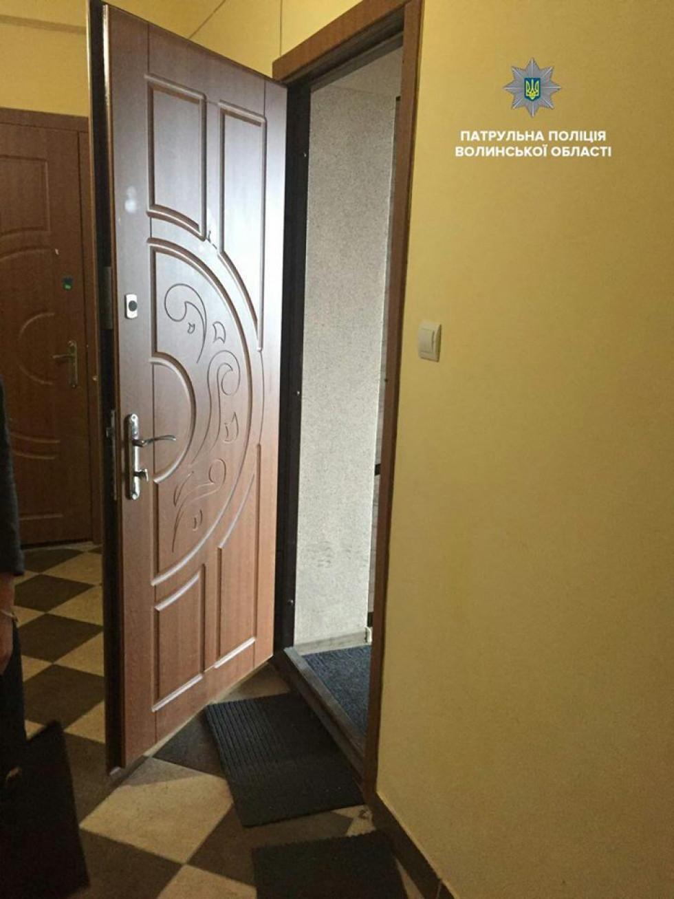 Відкриті двері помешкання