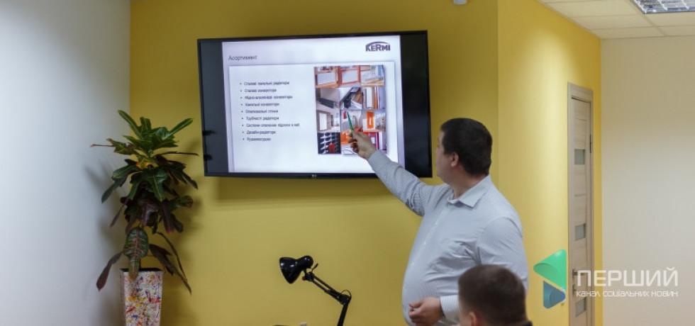 Станіслав Опалінський показує варіанти індивідуальних рішень при виборі радіаторів