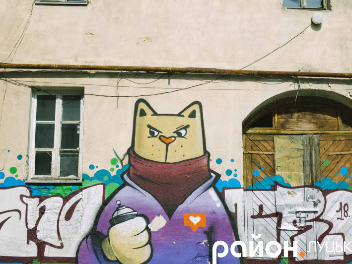 Цікава місцина на Винниченка дивує графіті