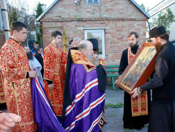 Духовенство зустріло ікону з Афону