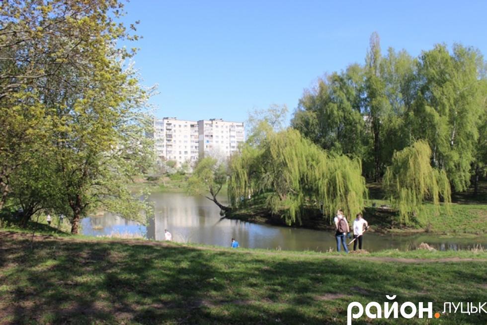 Неймовірної краси парк робили ще гарнішим