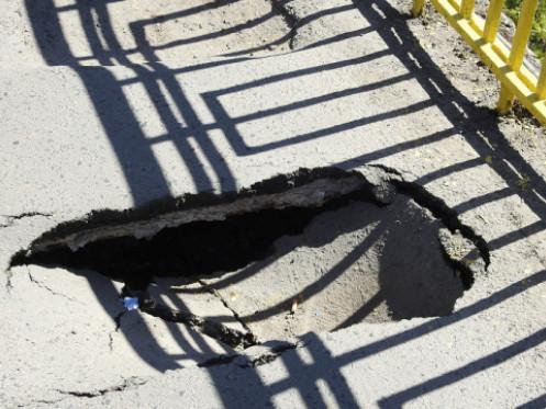Тротуарна мостічерез Стир потребує ремонту