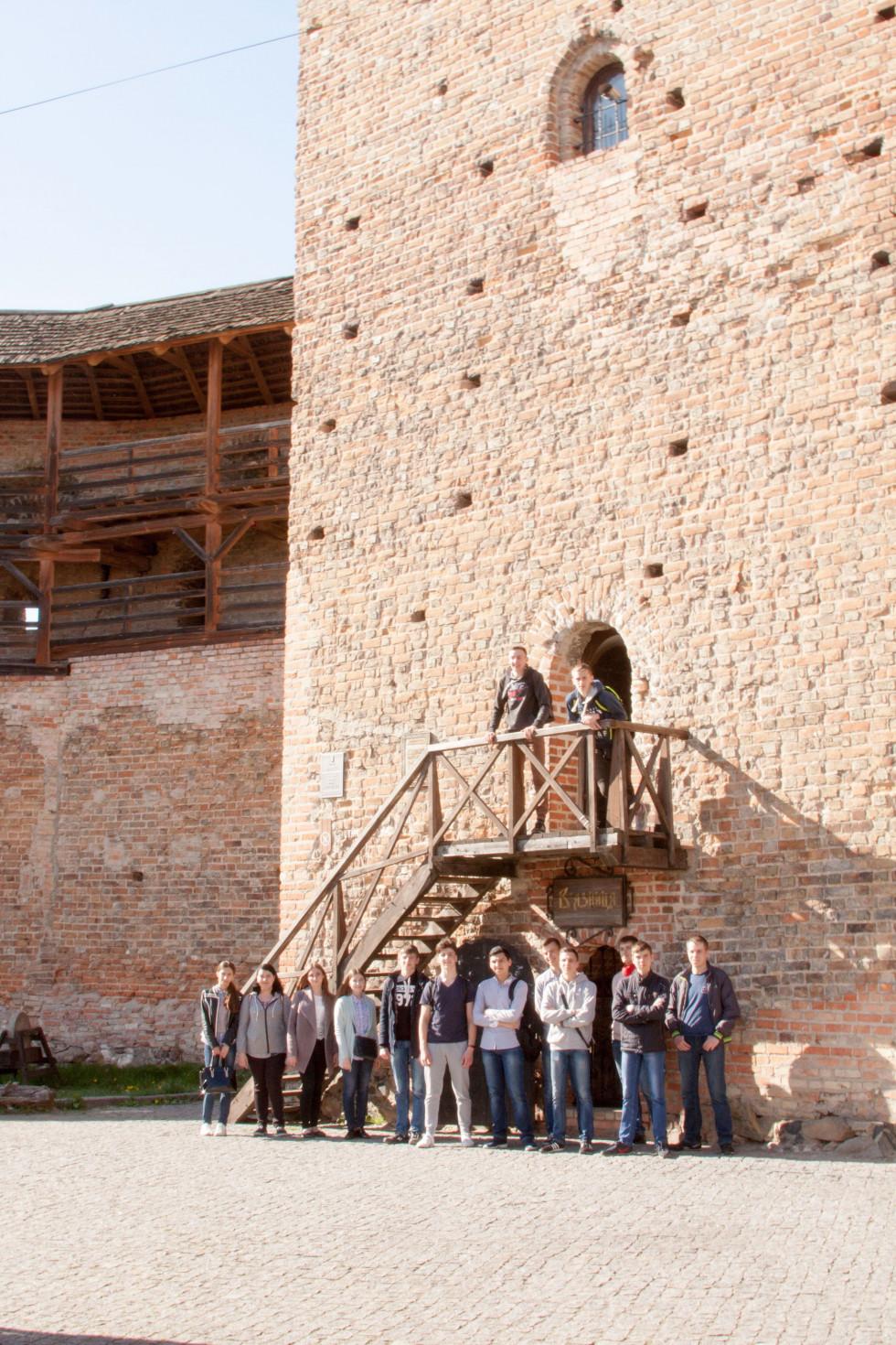 Студенти-історики біля Замку Любарта