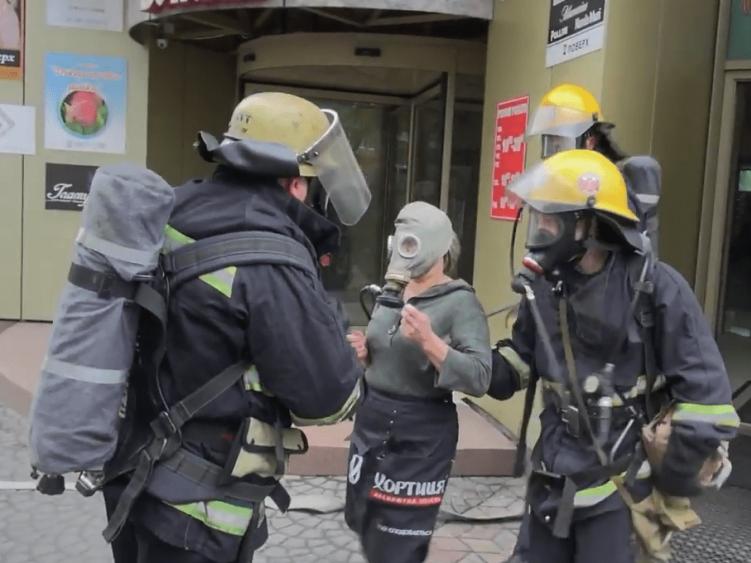Рятувальники вивели працівницю з «пожежі»