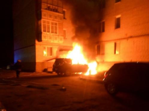 На Кравчука спалахнуло авто