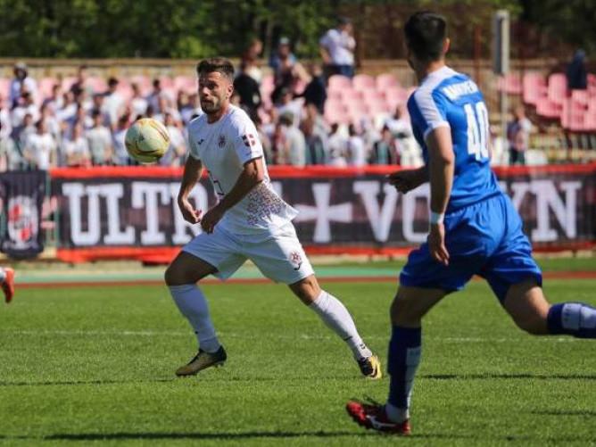 Дмитро Скоблов (у білому) зіграє за «Волинь» проти своєї колишньої команди