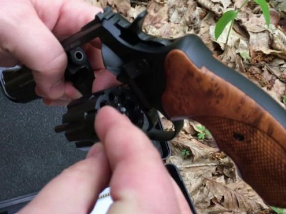 Жінка без дозволу купила револьвер «STALKER»