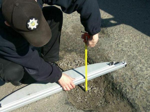 Патрульні перевіряють стан доріг