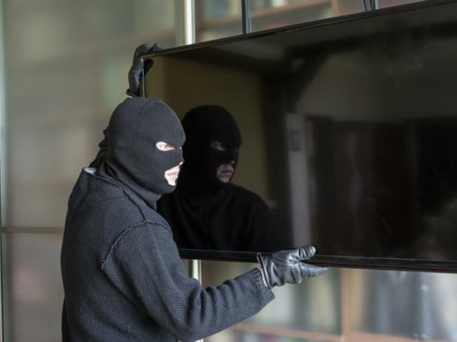 ... Кравчука  лучанин-рецидивіст спробував втекти від поліції через вікно f69b7cec3710d