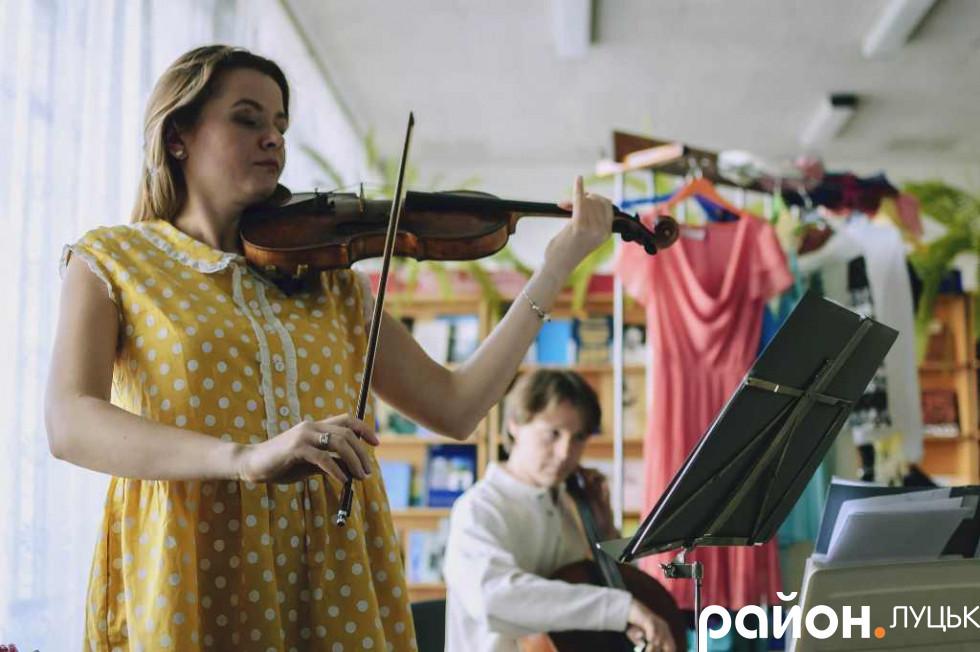 Друзі Ксенії підготували для неї музичне привітання