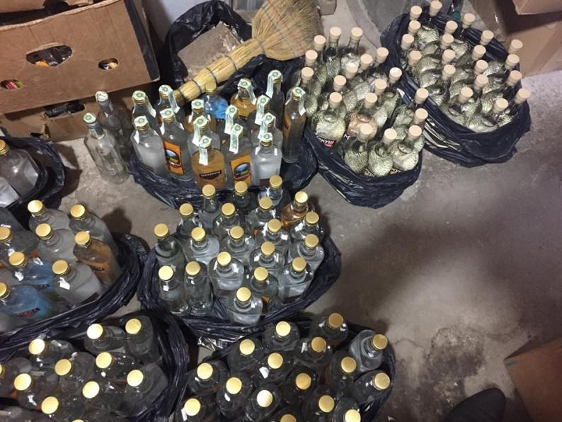 Майже 250 пляшок горілки