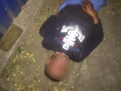 Поліцейські помітили нетверезого чоловіка зі зламаною рукою
