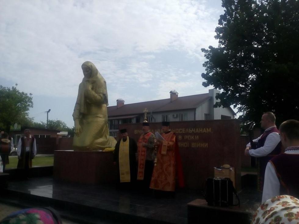Священики церков Боратинської сільської ради отець Іван, отець Сергій та отець Володимир