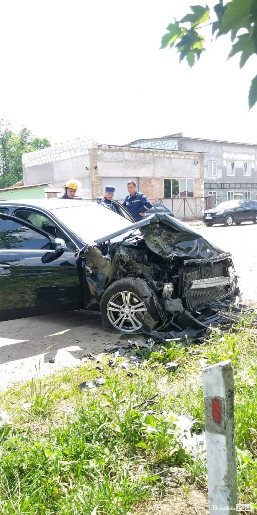 Пошкоджений Mercedes