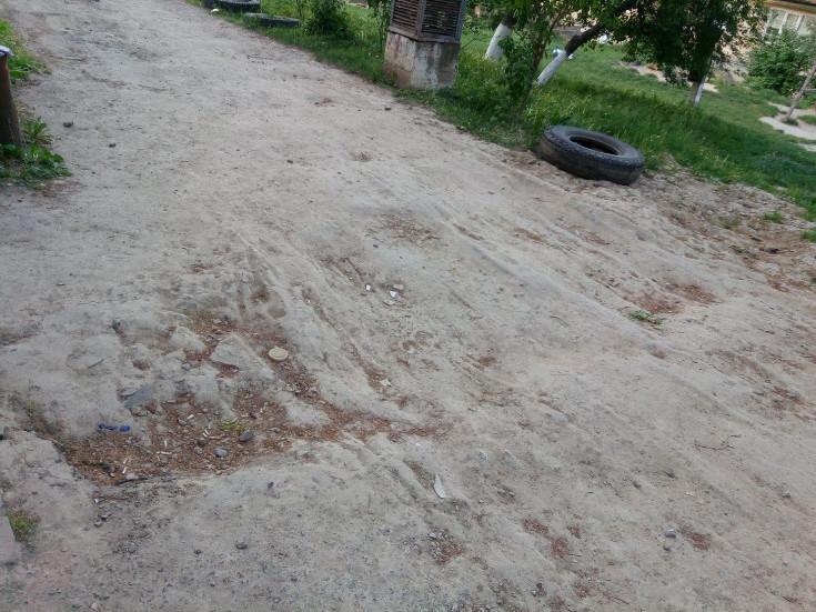 Над теплотрасою просів ґрунт