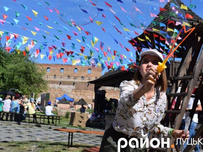 Фестиваль їжі у замку