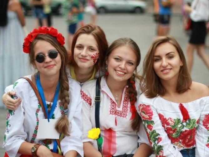 Дівчата у вишиванках
