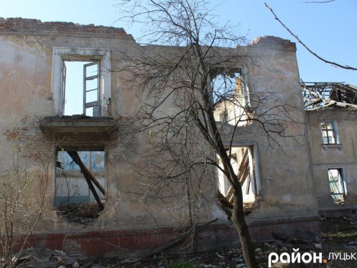 Закинутий будинок на Дубнівській