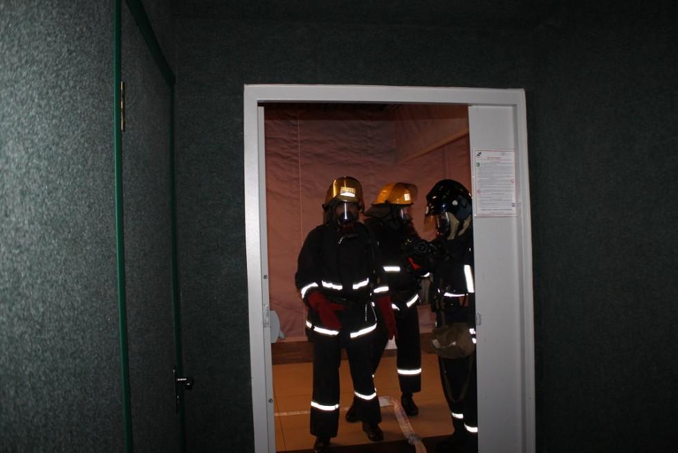 Пожежники у засобах захисту дихання
