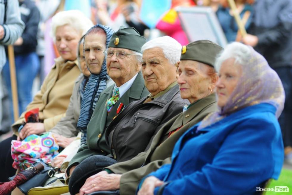Старші люди вшановували пам'ять своїх друзів, знайомих та всіх постраждалих
