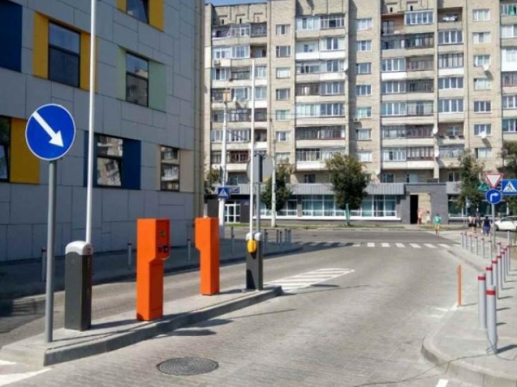 Парковка у «Промені»