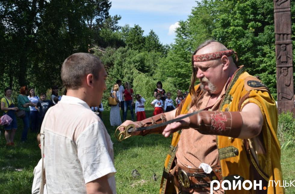 Отаман посвятив і бітьків в козаки