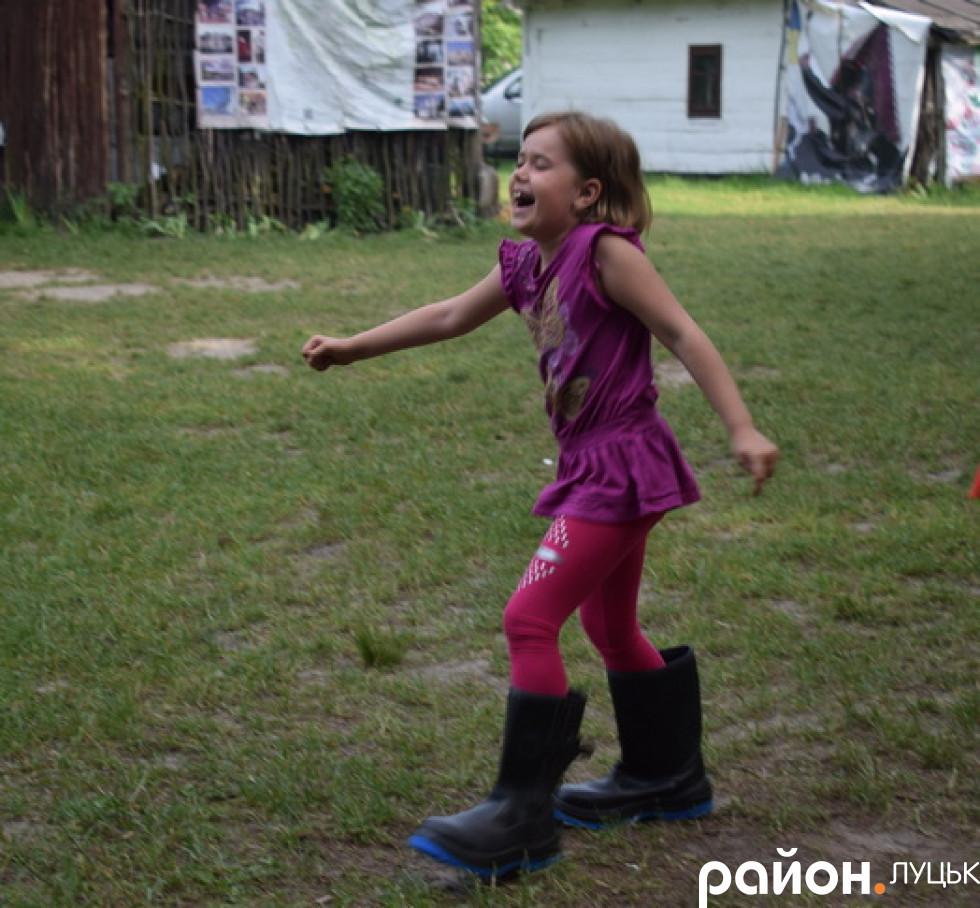 Діти багали в чоботах наввипередки