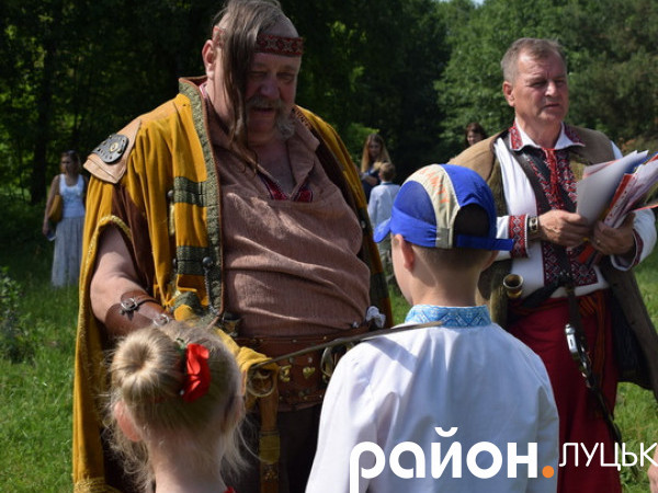 Луцьких школярів посвятили в козачата