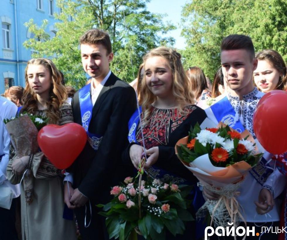 На обличчях випускників сяяли щирі усмішки