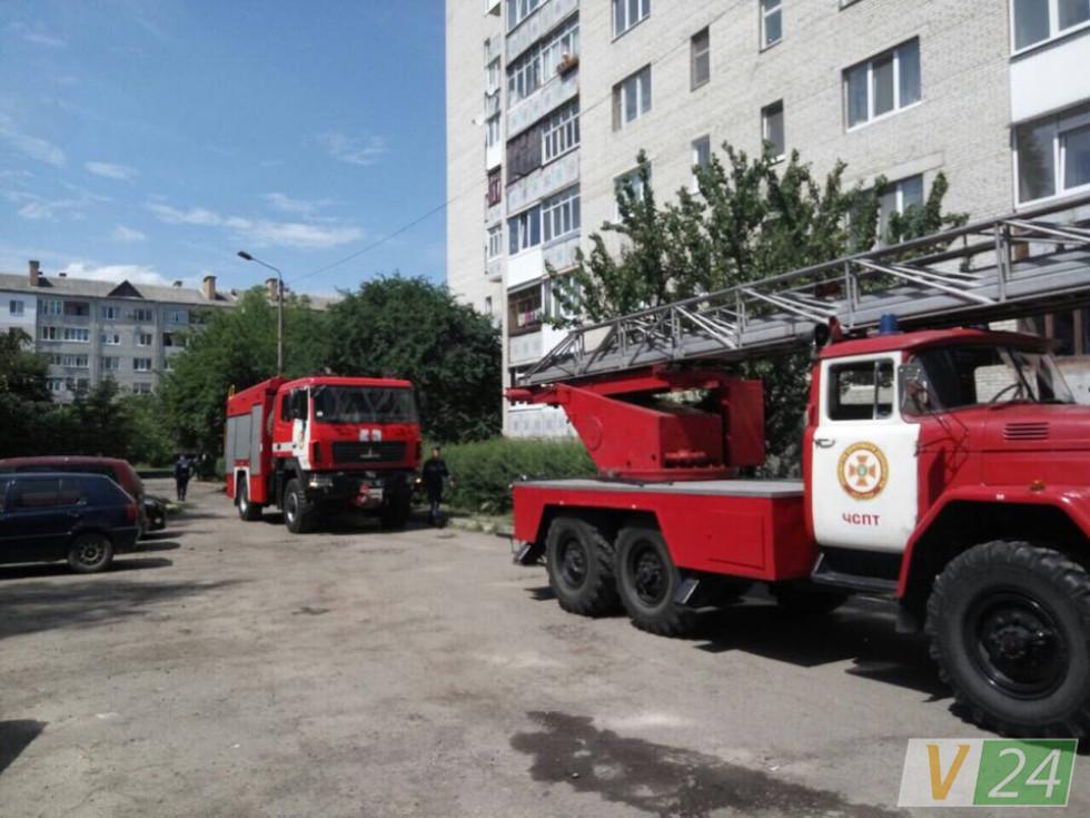 На місці працювали дві пожежні автівки