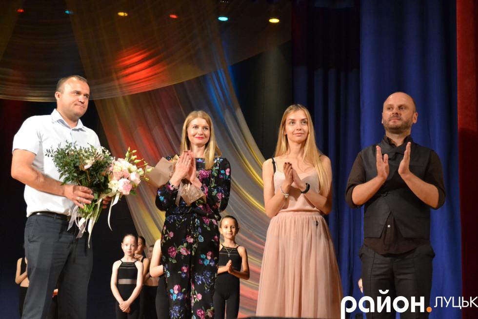 Петро Нестерук (перший зліва), Олександра Бурба (друга справа) та Андрій Шоцький (крайній справа)