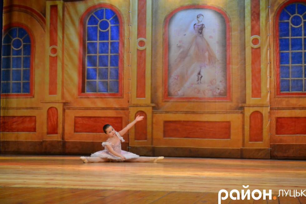 Балерина на шпагаті