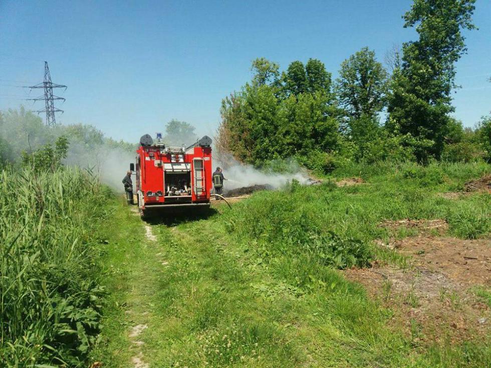 На місце прибули пожежники