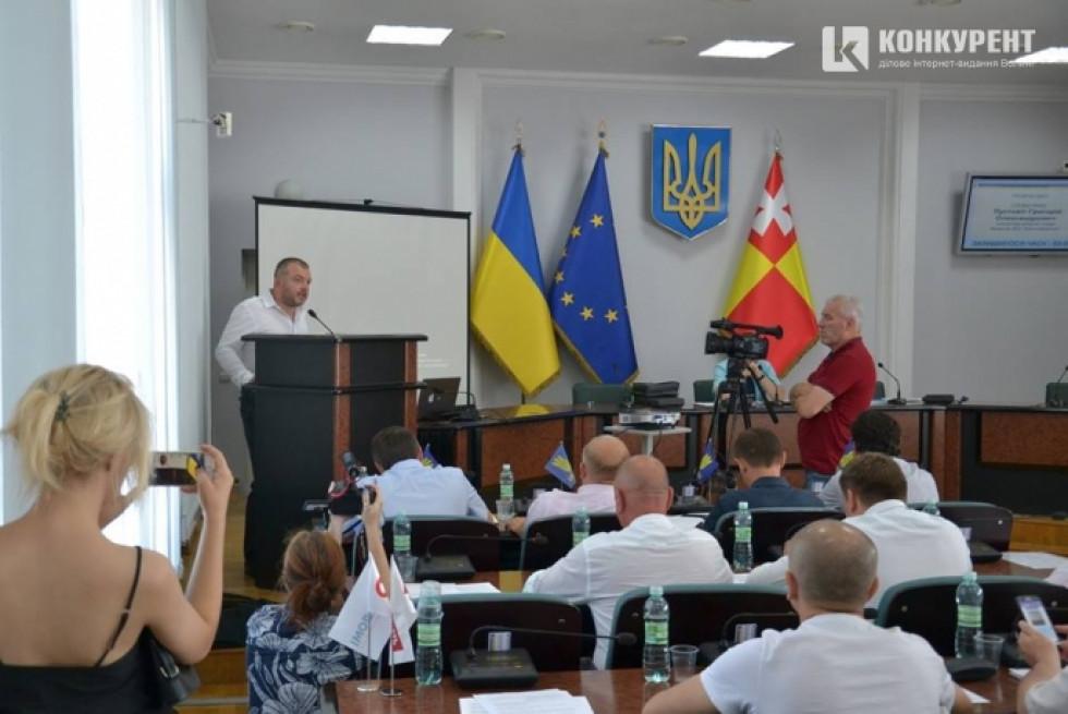 Андрій Покровський під час виступу в Луцькраді