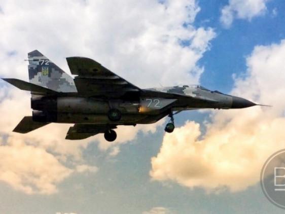 Винищувач над Луцьким військовим аеродромом