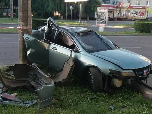 Розтрощена автівка