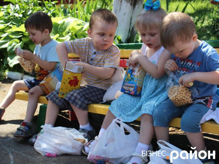 Діти отримали солодкі подарунки