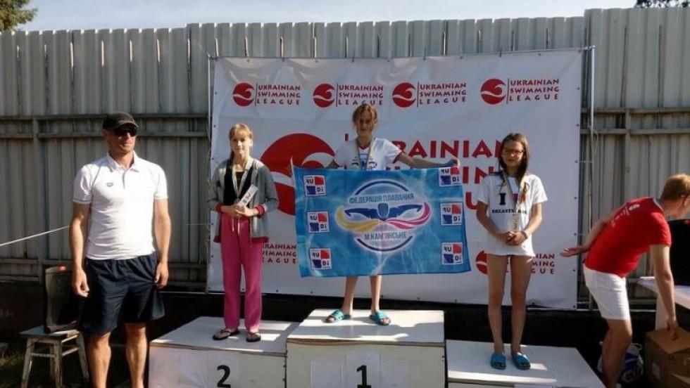 Плавці  першого дня включились уборотьбу за медалі