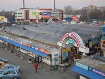 Завокзальний ринок на Карпенка-Карого, 1