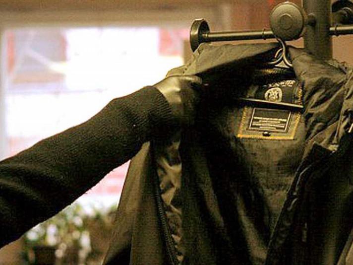 Хлопець вкрав куртку