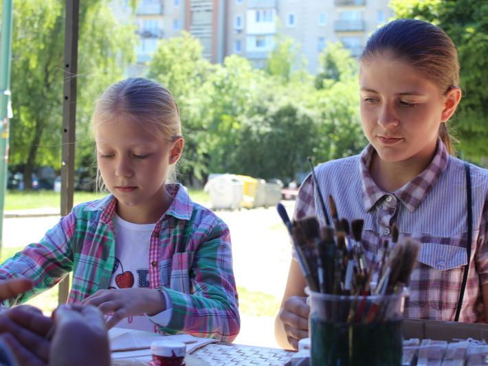 Діти беруть участь у майстер-класах