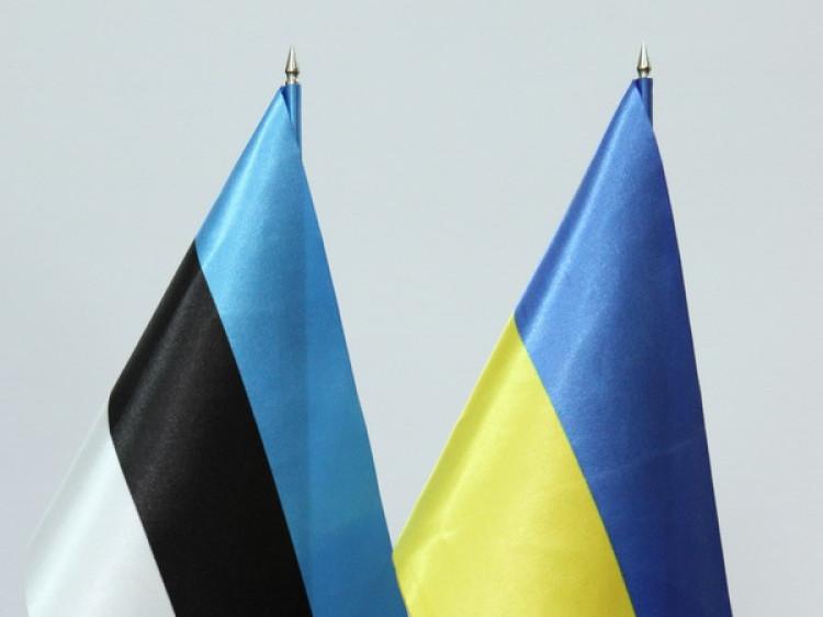 Прапори України та Естонії