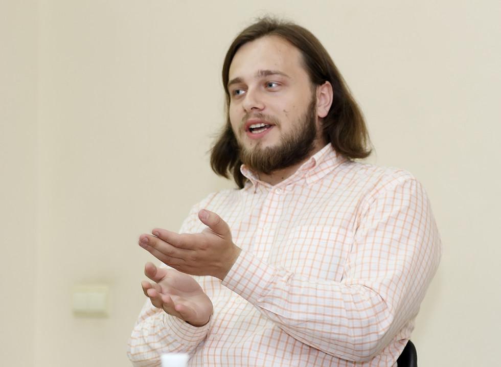 Остап Українець працює над текстами культових авторів