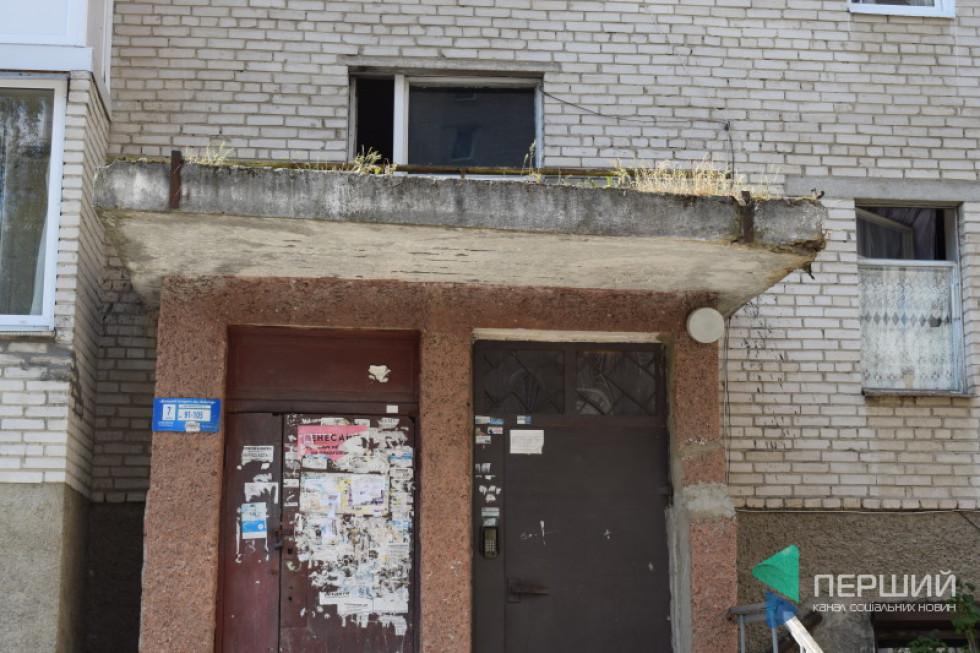 Покриття піддашшя будинку руйнується